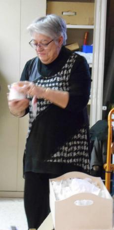 Annie decouvre ses cadeaux 17 02 2015 020